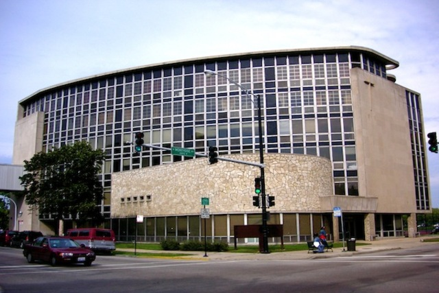 <p>Cuneo hospital sits near at Clarendon and Montrose avenues in Uptown.</p>