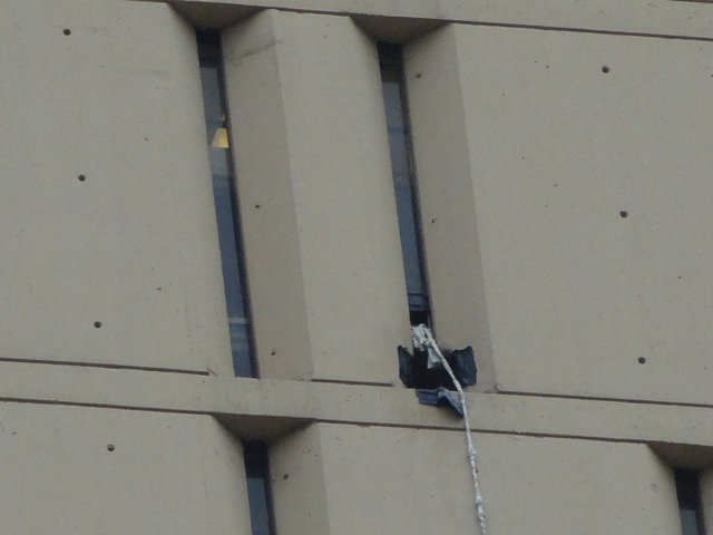<p>A rope made of sheets is seen hanging from a high-rise Loop federal jail, where two bank robbers escaped Tuesday.</p>