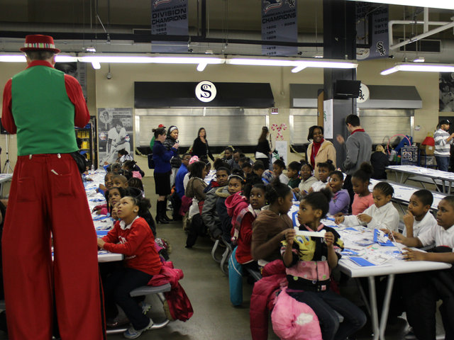 <p>The kids who attended the annual White Sox holiday party were delighted by performer Pete Kovacevich.</p>