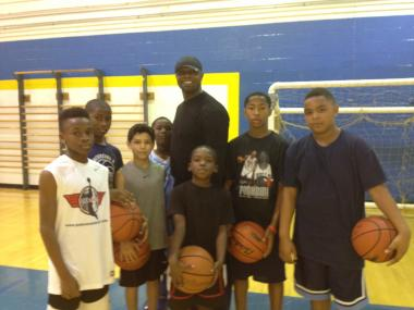 Former Farragut Academy superstar Ronnie Fields is holding free workouts for young basketball players at the school every Saturday.