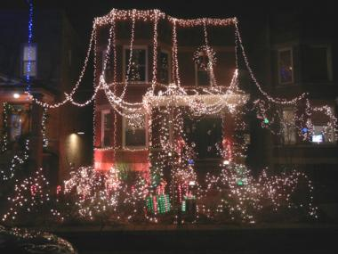 Roscoe Village residents deck their homes for the holidays.