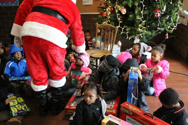 <p>Santa gets ready to pose for a picture with preschoolers visiting the South Chicago District police station.</p>