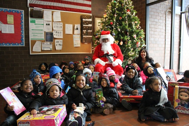 <p>Santa poses with Ald. Sandi Jackson (7th) and preschoolers from the Ada S. McKinley Trumbull Park Head Start program.</p>
