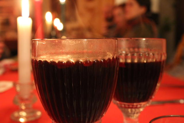 <p>Two steaming glasses of gl&ouml;gg, a warming alcoholic drink. The gl&ouml;gg was served alongside a three-course meal at a supper club hosted by musician Emily Hurd.</p>
