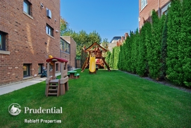 <p>The side yard of the home at 1866 N. Howe Street bumps the home price up from $8.9 million to $10 million.</p>