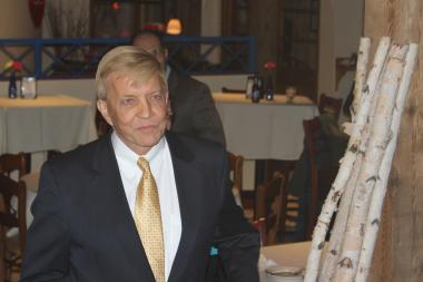 Ald. Bob Fioretti arrives for the IVI-IPO Best Aldermanic Voting Record Awards.