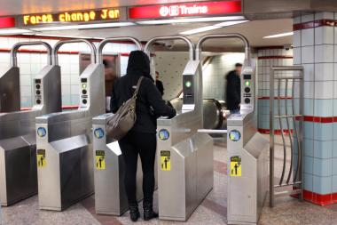 Police urge Red Line commuters to avoid using electronic devices on public transportation.