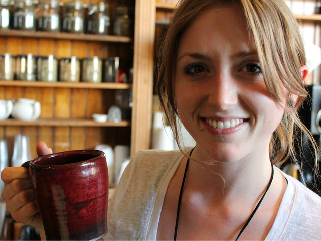 <p>Cassandra Andrewson, 21, a barista at Bridgeport Coffee Company, holds one of Jay Strommen&#39;s handcrafted mugs.</p>