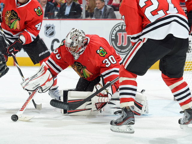 <p>Ray Emery made 26 saves during the Blackhawks&#39; 2-1 victory over the Sharks on Friday.</p>