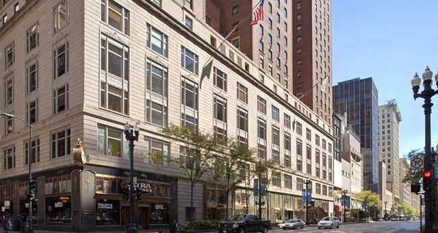 <p>The Palmer House Hilton Hotel was built in 1925.</p>