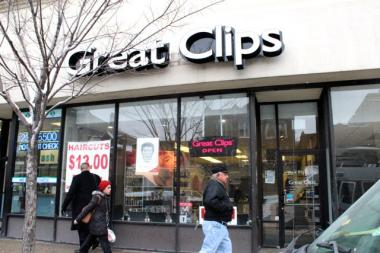 Pedestrians walk by Great Clips in the 1200 block of North Ashland Avenue, which was robbed Monday morning.