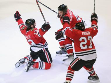 The Blackhawks claimed a point in their 30th straight regular-season game with a 3-2 victory over the Colorado Avalanche on Wednesday.
