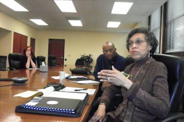 A community group met Friday with Chicago Public Schools boss Barbara Byrd-Bennett to discuss the creation of a new curriculum that would include black history.