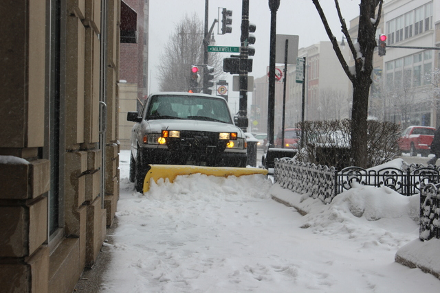 <p>A UIC&nbsp;maintenance truck plowed the sidewalks on the University of Illinois at Chicago campus Tuesday afternoon.</p>