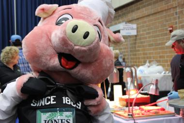 3,000 bacon lovers converged on the UIC Forum Saturday for Chicago's fifth annual Baconfest.
