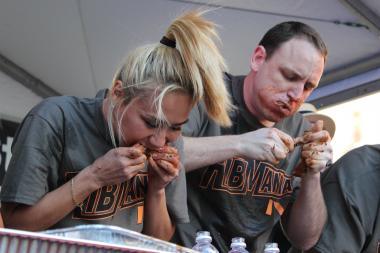 Miki Sudo bests the field in RibMania IV, Ribfest eating competition.