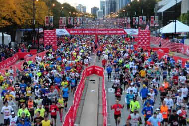 The main pack of runners race in last year's Chicago Marathon. This year, new security measures are in place.
