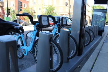 City officials hope to receive a federal grant that will expand the Divvy bike-sharing program to neighborhoods such as Austin and South Shore.