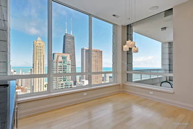 Condo With 39 Unbeatable 39 Views For Sale On Near North Side: floor to ceiling windows for sale
