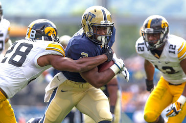 Pitt RB Chris James Surprises Grandma With Christmas Visit in Edgewater