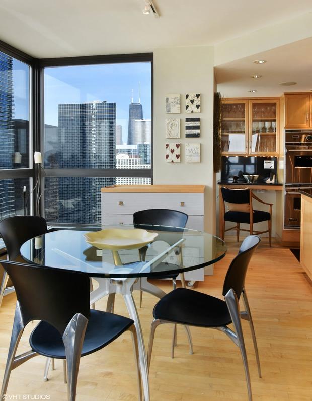 Three Bedroom Condo In 360 E Randolph Has Amazing Views The Loop Chicago Dnainfo