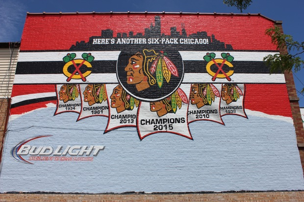 Mcnally 39 s replaces 2005 white sox mural with stanley cup for Blackhawks mural chicago