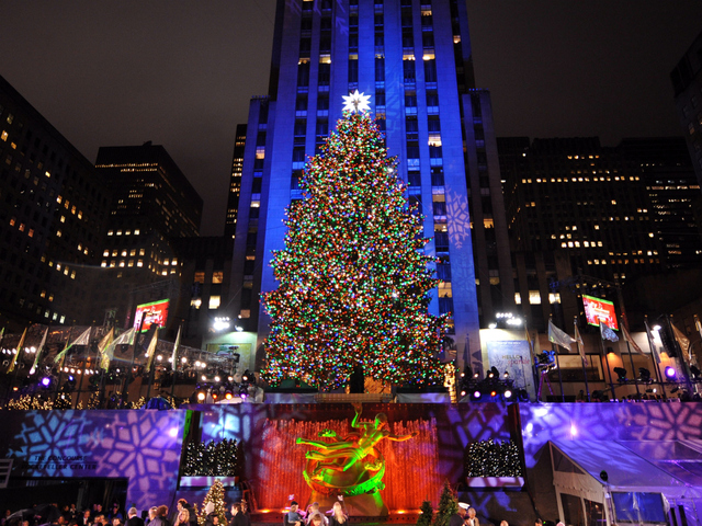 <p>A general view of the Rockefeller Center Christmas tree lighting at Rockefeller Center on December 2, 2009 in New York City. (Photo by Bryan Bedder/Getty Images)</p>