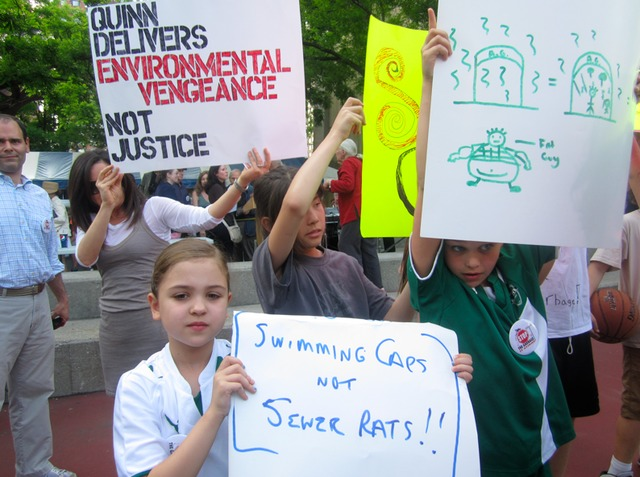 <p>Residents rallied against the East 91st Street waste transfer station they fear will stink up the popular Asphalt Green recreation center.</p>