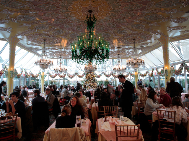 <p>Tavern on the Green&#39;s famed dining room in 2009.</p>