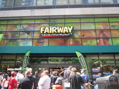 <p>Crowds gathered for the Upper East Side Fairway opening on July 20.</p>