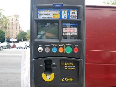 A Muni-Meter in Inwood is written just in English.