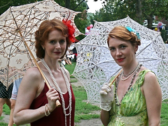 These women wore long fluid dresses and floral fascinators in keeping with 30s high style.