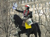 CB5 Backs Artist's Bid To Dress George Washington Statue as Tourist
