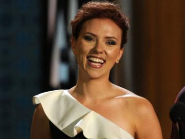 Actress Scarlett Johansson will host an Obama fundraiser with Anna Wintour on Feb. 7, 2012.