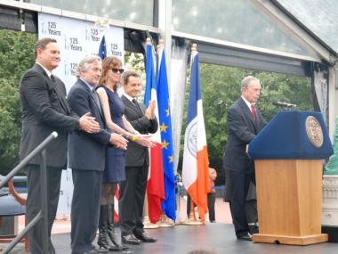 Mayor Michael Bloomberg described plans by Robert De Niro and others to open a new cultural center in Paris.