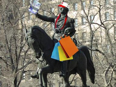 Artist Leon Reid IV won last-minute approval by the Parks Department to dress the statue of George Washington in Union Square Park in tourist garb.