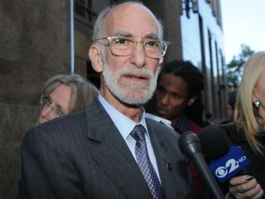 Defense attorney Martin Stolar called on the Manhattan District Attorney's to dismiss hundreds of cases in connection with the Occupy Wall Street protests.