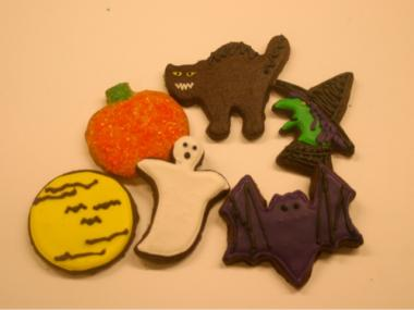 Tribeca Treats, a bakery at 94 Reade St., gives out sugar cookies on Halloween. Local kids know they can find treats at businesses in the area.