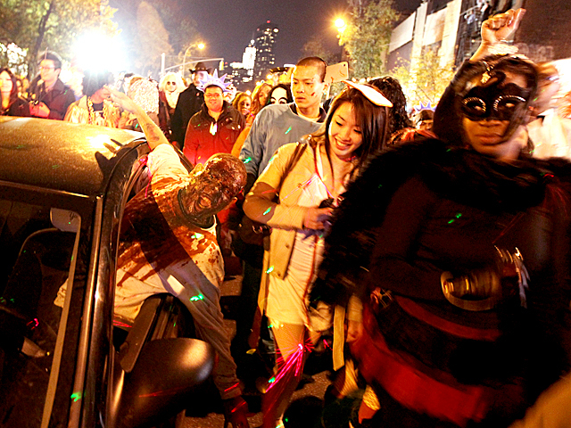 <p>Halloween revelers enjoy this year&#39;s Greenwich Village parade.</p>