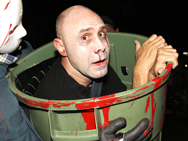 <p>A Halloween reveler gets &#39;ahead&#39; of the NYC parade!</p>