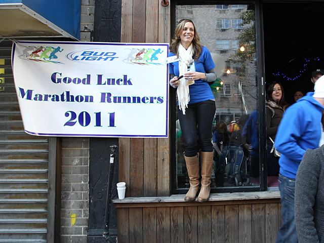 <p>Spectators on the Upper East Side enjoy this years NYC Marathon.</p>