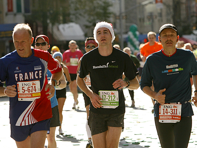 <p>Runners takes part in the NYC Marathon.</p>