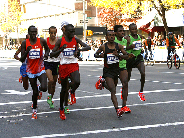 <p>The men&#39;s leading pack head for the finish line of the New York City Marathon of 2011.</p>