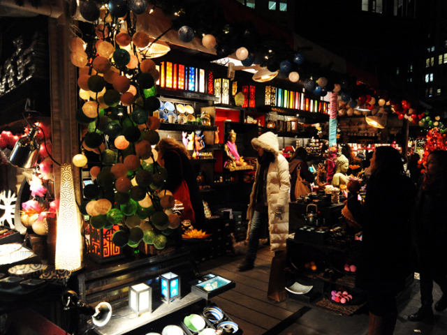 <p>The Union Square Holiday Market has all kinds of gifts, including candles, books, clothing, candy and toys.</p>