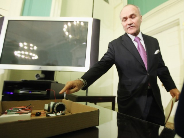Police Commissioner Ray Kelly points to pieces of a pipe bomb confiscated from alleged