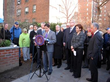 City Councilman Daniel Garodnick joins other city elected officials to announce a partnership between tenants and Brookfield Asset Management to bid for Stuyvesant Town and Peter Cooper Village.
