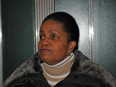 Rayon McIntosh's mom, Maureen Lucas, at Manhattan Supreme Court on Dec. 2, 2011, after charges against her son in the McDonald's beating case were dismissed.