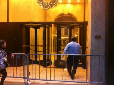 A maintenance worker enters 285 Madison Ave., where Young & Rubicam ad executive Suzanne Hart was crushed by an elevator a day earlier on Weds., Dec. 14, 2011.