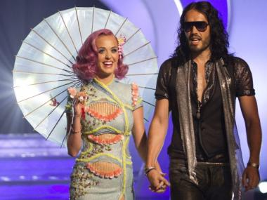 Singer Katy Perry (L) and actor Russell Brand arrive at the 2011 MTV Video Music Awards at Nokia Theatre L.A. LIVE on August 28, 2011 in Los Angeles, California.