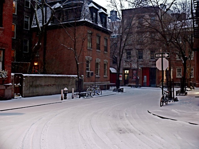 <p>Snow covers Commerce Street in the West Village on Sat., Jan. 21, 2012.</p>